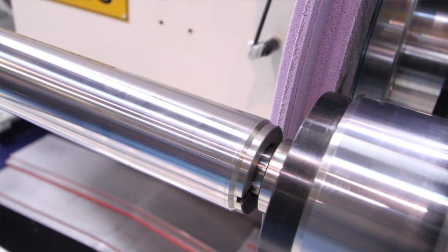 Cylinders grinding machine